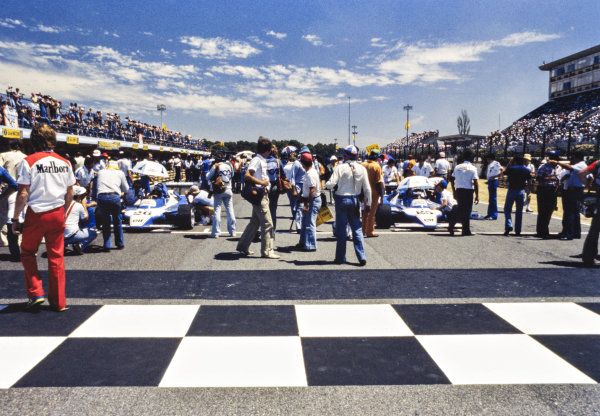 1979 Argentinian Grand Prix  Buenos Aires, Argentina. 19-21st January 1979.  Jacques Laffite, Ligier JS11 Ford, and Patrick Depailler, Ligier JS11 Ford, wait on the front row of the grid.  Ref: 79ARG04. World copyright: LAT Photographic