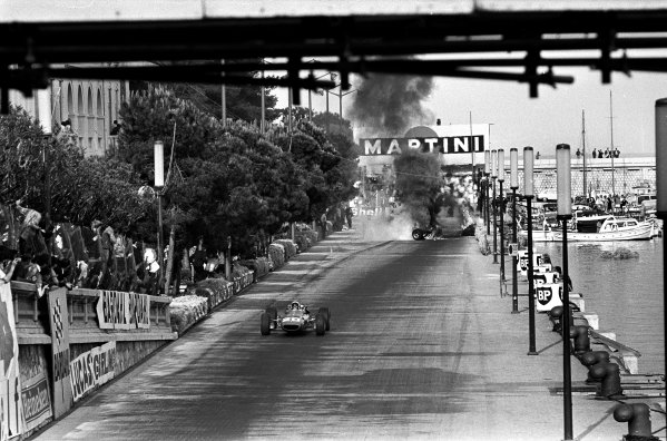 Monte Carlo, Monaco. 4th - 7th May 1967.Chris Amon (Ferrari 312), 3rd position, passes the wreckage of team-mate Lorenzo Bandini (Ferrari 312), who suffered fatal injuries, action. World Copyright: LAT Photographic.Ref:  L67 - 270 - 11-11A.