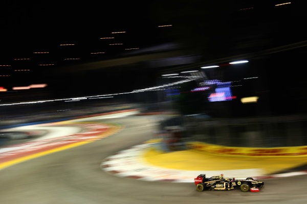Marina Bay Circuit, Singapore.24th September 2011.Bruno Senna, Lotus Renault GP R31. Action. World Copyright: Andy Hone/LAT Photographicref: Digital Image CSP28321
