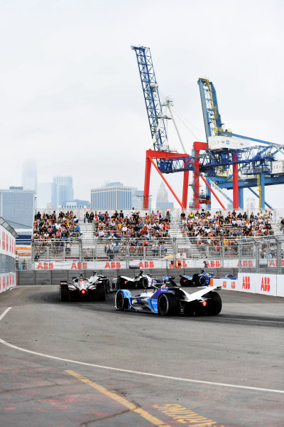 Oliver Rowland (GBR), Nissan e.Dams, Nissan IMO2, leads Maximilian Guenther (DEU), BMW I Andretti Motorsports, BMW iFE.21