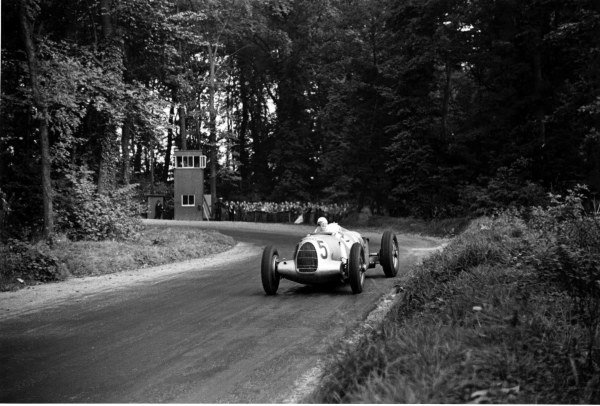 1937 Donington Grand Prix.Donington Park, Great Britain.2 October 1937.Bernd Rosemeyer (Auto Union C-typ), 1st position.World - LAT Photographic
