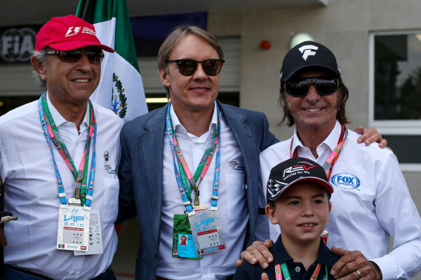 (L to R): Jo Ramirez (MEX), Adrian Fernandez (MEX) and Emerson Fittipaldi (BRA) at Formula One World Championship, Rd18, Mexican Grand Prix, Race, Circuit Hermanos Rodriguez, Mexico City, Mexico, Sunday 29 October 2017.