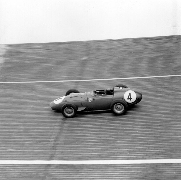 1959 German Grand Prix.Avus, Berlin, Germany.31/7-2/8 1959.Tony Brooks (Ferrari Dino 246) 1st position on the banked North Turn.Ref-4696.World Copyright - LAT Photographic