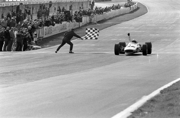 Bruce McLaren, McLaren M7A Ford, 1st position, takes the chequered flag for victory.