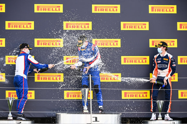 David BECKMAN (DEU, TRIDENT MOTORSPORT), Race Winner Alexander Smolvar (RUS, ART GRAND PRIX) and Clement Novalak (GBR, CARLIN BUZZ RACING) on the podium with the champagne