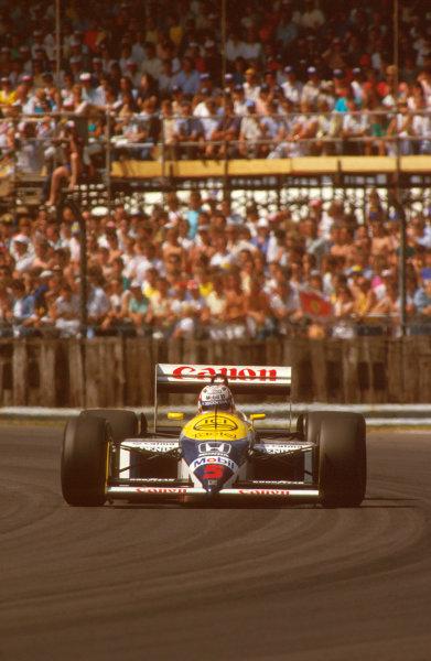 Silverstone, England.10-12 July 1987.Nigel Mansell (Williams FW11B Honda) 1st position at Copse corner.Ref-87 GB 29.World Copyright - LAT Photographic