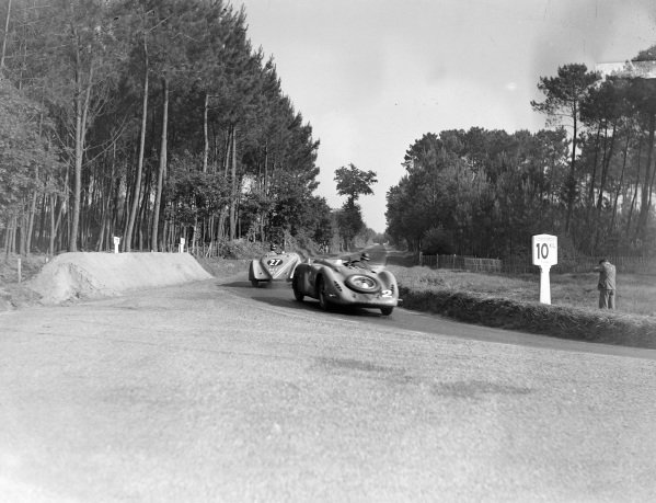 Jean-Pierre Wimille / Robert Benoist, R. Labric, Bugatti T57G, follows Daniel Porthault / Louis Rigal, E. Darl'Mat, Peugeot 302 DS.