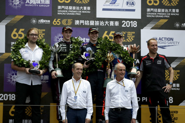 Podium: Race winner Dan Ticktum, Motopark Academy, second place Joel Eriksson, Motopark Academy, third place Sacha Fenestraz, Carlin.