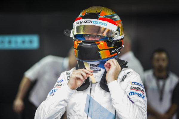 Stoffel Vandoorne (BEL), HWA Racelab in the garage