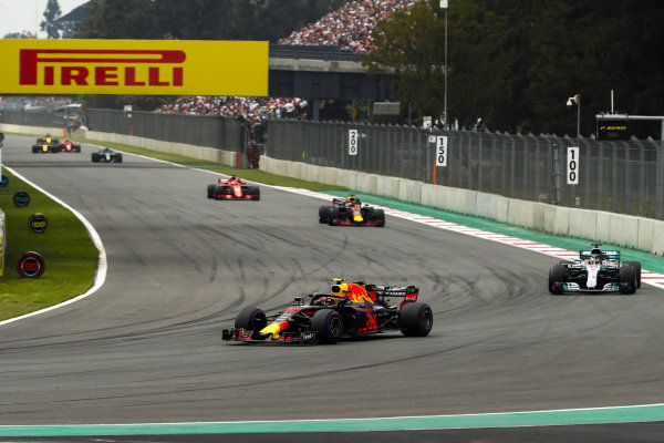 Max Verstappen, Red Bull Racing RB14, leads Lewis Hamilton, Mercedes AMG F1 W09 EQ Power+, Daniel Ricciardo, Red Bull Racing RB14, Sebastian Vettel, Ferrari SF71H, and Valtteri Bottas, Mercedes AMG F1 W09 EQ Power+