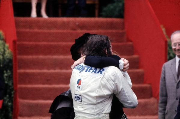 1971 Monaco Grand Prix.Monte Carlo, Monaco.20-23 May 1971.Helen Stewart congratulates Jackie on winning the race.World Copyright - LAT Photographic