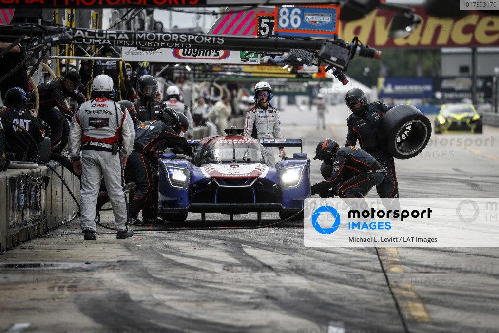 #54 CORE autosport Nissan DPi, DPi: Jonathan Bennett, Colin Braun, Romain Dumas, pit stop