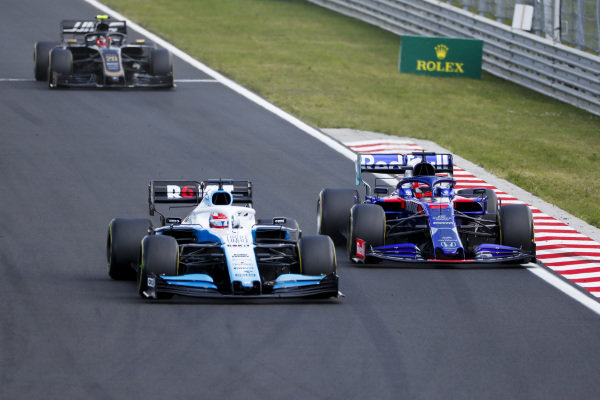 George Russell, Williams Racing FW42, leads Daniil Kvyat, Toro Rosso STR14, and Kevin Magnussen, Haas VF-19