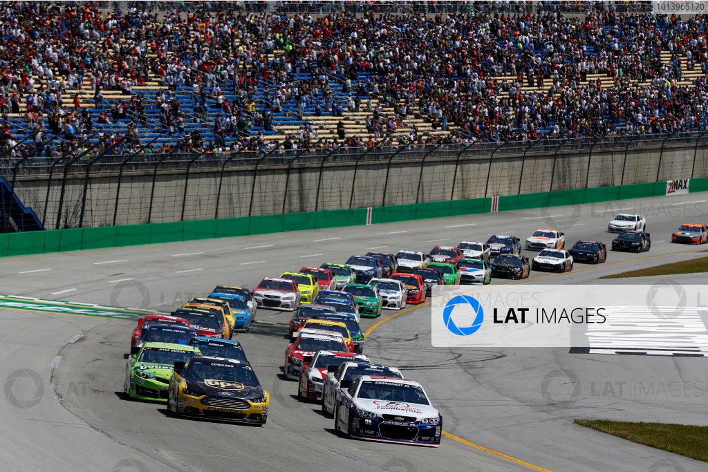 27-29 June, 2013, Sparta, Kentucky, USA Dale Earnhardt Jr. and Carl Edwards lead at the start © 2013, Michael L. Levitt LAT Photo USA.