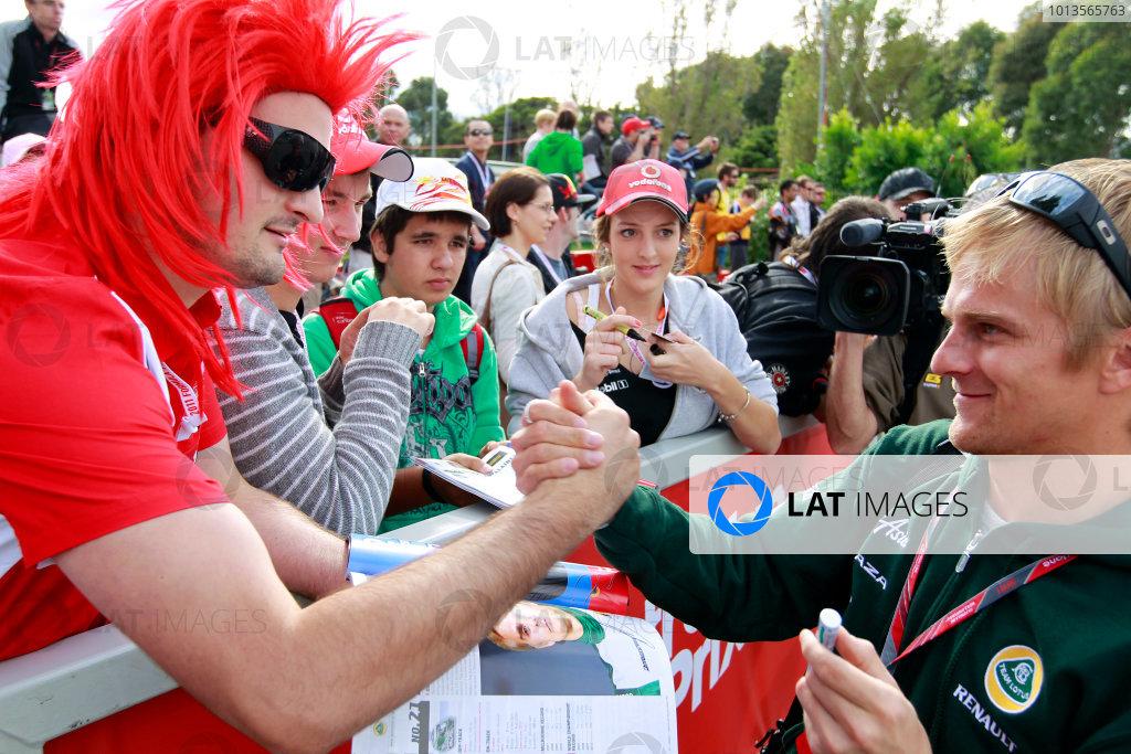 Albert Park, Melbourne, Australia24th March 2011.Heikki Kovalainen, Team Lotus Renault T128.World Copyright: Charles Coates/LAT Photographicref: Digital Image _X5J5471