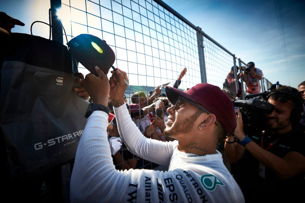 Circuit Gilles Villeneuve, Montreal, Canada. Sunday 11 June 2017. Lewis Hamilton, Mercedes AMG, meets fans and signs autographs. World Copyright: Steve Etherington/LAT Images ref: Digital Imagee SNE10743
