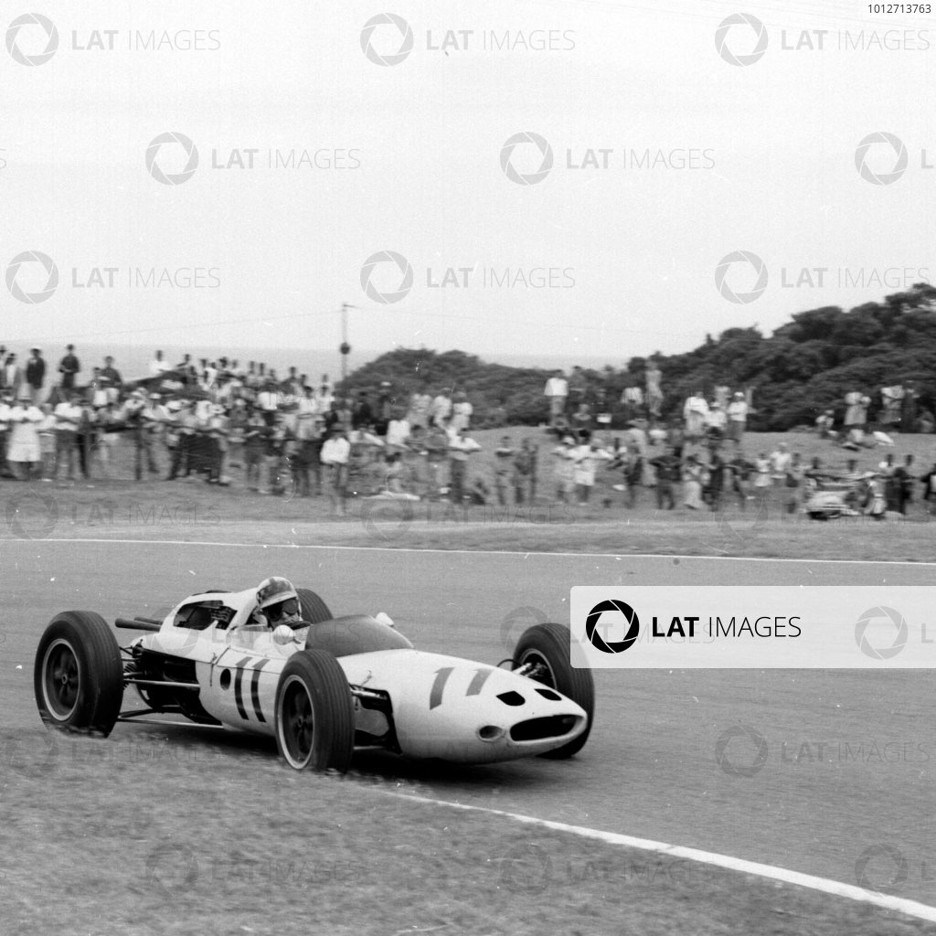 1962 South African Grand Prix.East London, South Africa.27-29 December 1962.Innes Ireland (Lotus 24 Climax) 5th position.Ref-17147.World Copyright - LAT Photographic