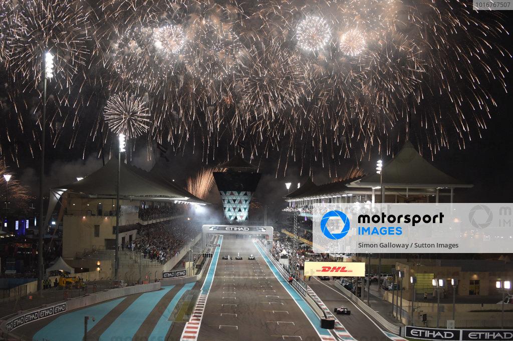 Race winner Valtteri Bottas (FIN) Mercedes-Benz F1 W08 Hybrid and Lewis Hamilton (GBR) Mercedes-Benz F1 W08 Hybrid WITH Felipe Massa (BRA) Williams FW40 on the track at the end of the race at Formula One World Championship, Rd20, Abu Dhabi Grand Prix, Race, Yas Marina Circuit, Abu Dhabi, UAE, Sunday 26 November 2017. BEST IMAGE