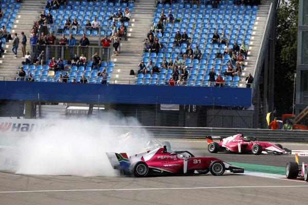Crash of Tasmin Pepper (ZAF), Miki Koyama (JPN).