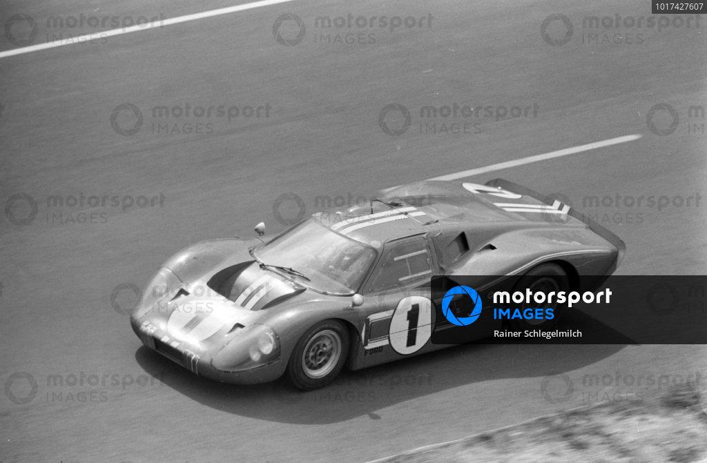 Dan Gurney / A.J. Foyt, Shelby-American, Ford GT40 Mk.IV.