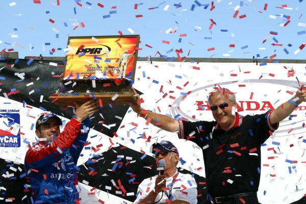 2004 IRL Pikes Peak, 21-22 August, 2004, Pikes Peak International Raceway, Fountain, Colorado, USA.Dario Franchitti receives the winners trophy from Vice President of Honda Automotive Sales, Dick Szamborski.-2004, Phillip Abbott, USALAT Photographic