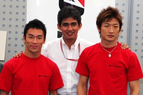 (L to R): Takuma Sato (JPN) Super Aguri F1 with Aguri Suzuki (JPN) Team Principal Super Aguri F1 and Yuji Ide (JPN) Super Aguri F1. Formula One World Championship, Rd 1, Bahrain Grand Prix, Preparations, Bahrain International Circuit, Bahrain, 9 March 2006.  DIGITAL IMAGE