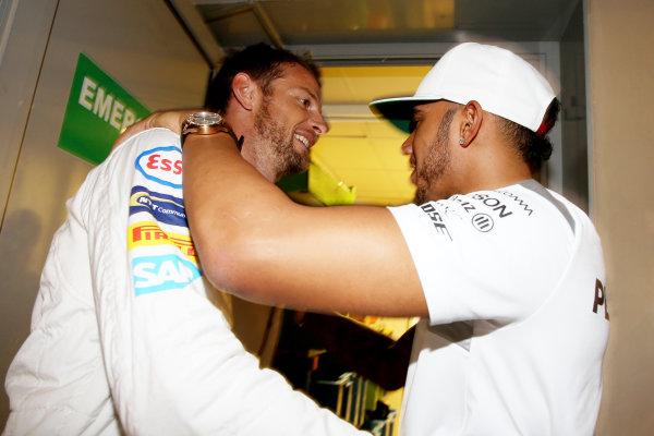 Yas Marina Circuit, Abu Dhabi, United Arab Emirates. Sunday 27 November 2016. Jenson Button, McLaren, says goodbye to former team mate Lewis Hamilton, Mercedes AMG. World Copyright: Charles Coates/LAT Photographic ref: Digital Image DJ5R0302
