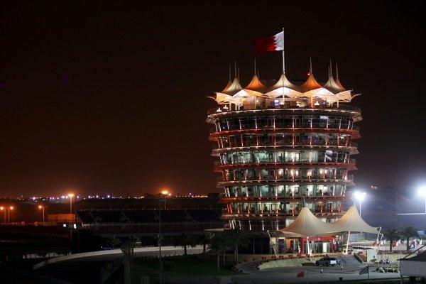 The circuit at night. Formula One World Championship, Rd 3, Bahrain Grand Prix, Practice Day, Bahrain International Circuit, Bahrain, Friday 4 April 2008.  BEST IMAGE