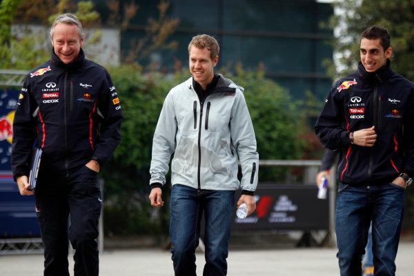 Shanghai International Circuit, Shanghai, China13th April 2012Sebastian Vettel, Red Bull Racing, and Sebatien Buemi, Test and Reserve driver, Red Bull Racing. World Copyright:Charles Coates/LAT Photographicref: Digital Image _X5J3471