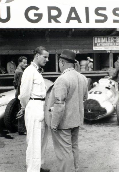 1938 Swiss Grand Prix.  Bremgarten, Berne, Switzerland. 21 August 1938.  Dick Seaman, Mercedes-Benz W154, 2nd position, talks to Team Manager Alfred Neubauer.  Ref: RF38_SWI_44. World Copyright: Robert Fellowes/LAT Photographic