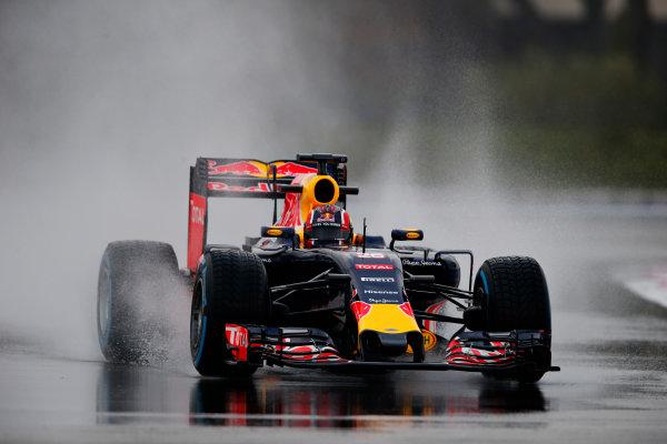 Paul Ricard, France. Tuesday 26 January 2016. Daniil Kvyat, Red Bull Racing RB11 Renault. World Copyright: Steven Tee/LAT Photographic ref: Digital Image _L4R6216