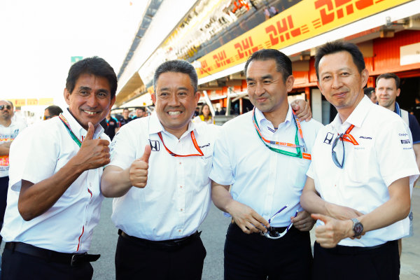 Circuit de Catalunya, Barcelona, Spain. Saturday 13 May 2017. Yusuke Hasegawa, Senior Managing Officer, Honda (right) and the Honda boys in the pit lane. World Copyright: Steven Tee/LAT Images ref: Digital Image _R3I2370