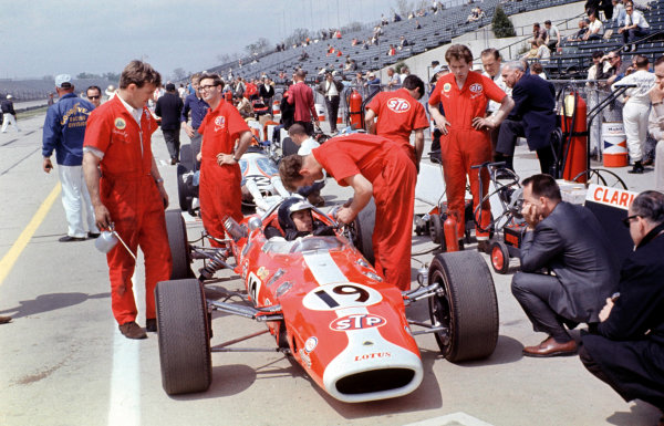 Indianapolis, USA. 30th May 1966. Jim Clark, Lotus 38-Ford, 2nd position, in the pits, action. World Copyright - Dave Friedman/LAT Photographic Digital File Only.