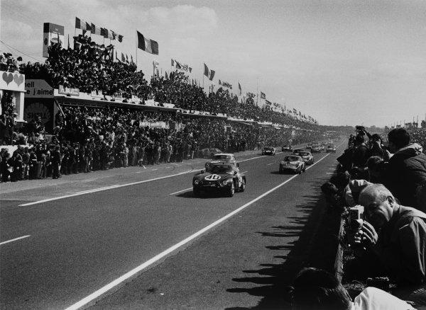 Le Mans, France. 20th - 21st June 1964. Fernand Masoero/Jean Rolland, Alfa Romeo Giulia TZ-1, (#40) retired, action. World Copyright: LAT Photographic. Ref: 11026E/14-14A        Alfa Romeo Giulia TZ-1,