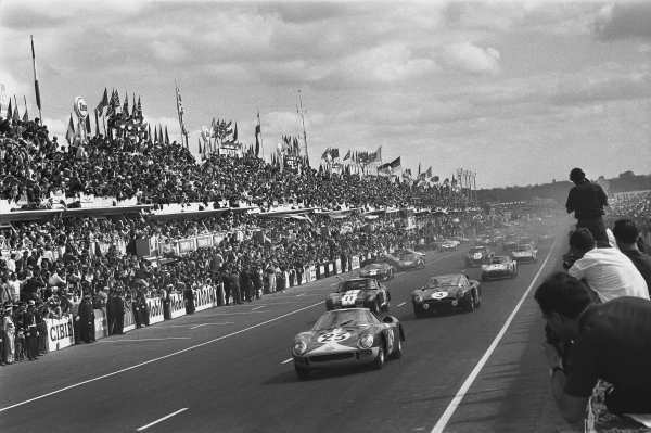 1965 Le Mans 24 Hours. Le Mans, France. 19th - 20th June 1965. Lucien Bianchi/Mike Salmon (Ferrari 250 LM), retired, leads Jean de Mortemart/Regis Fraissinet (Iso Grifo A3C), 9th position, at the start of the race, action. World Copyright: LAT Photographic. Ref: L65 - 268 - 4.