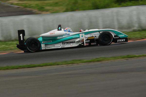 2010 Japanese Formula Three Championship Round 5 & 6 - Fuji Speedway.  12th - 13th June 2010.  Rd.6 Winner Yuji Kunimoto ( #1 PETRONAS TEAM TOM'S ) action. World Copyright: Yasushi Ishihara/LAT Photographic ref: Digital Image 2010JF3_R6_003