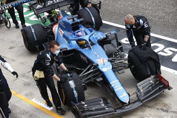 Mechanics with Fernando Alonso, Alpine A521, during the red flag period