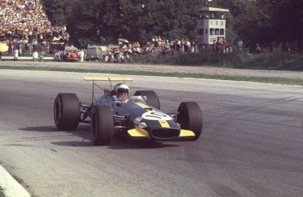 1968 Italian Grand Prix.Monza, Italy.6-8 September 1968.Jack Brabham (Brabham BT26 Repco) in the Parabolica.Ref-68 ITA 19.World Copyright - LAT Photographic