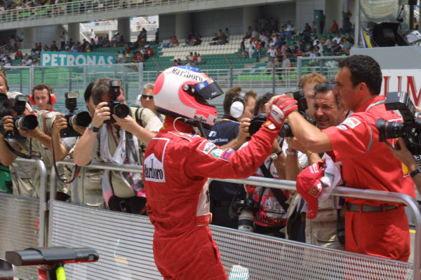 2001 Malaysian Grand Prix.Sepang, Kuala Lumpur, Malaysia. 16-18 March 2001.Rubens Barrichello (Ferrari) celebrates with his team colleagues after qualifying on the front row.World Copyright - LAT Photographicref: 8 9MB DIGITAL IMAGE