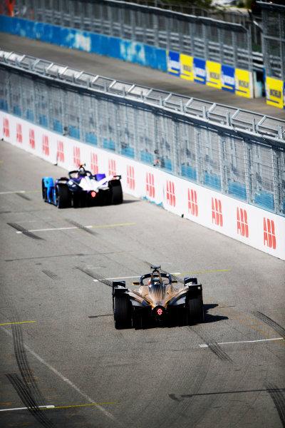 Maximilian Guenther (DEU), BMW I Andretti Motorsports, BMW iFE.21, leads Jean-Eric Vergne (FRA), DS Techeetah, DS E-Tense FE21