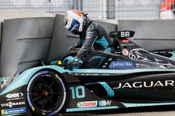 Sam Bird (GBR), Jaguar Racing, climbs out of his cockpit after crashing out in FP1
