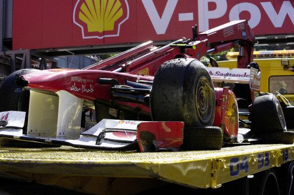 Felipe Massa crashed Ferrari 150° Italia returns to the pit lane.
