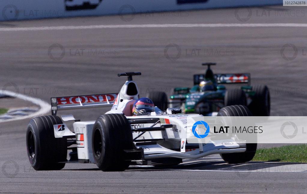 2001 American Grand Prix - RaceIndianapolis, United States. 30th September 2001.Jacques Villeneuve, BAR Honda BAR003, action.World Copyright: Steve Etherington/LAT Photographicref: 18mb Digital Image