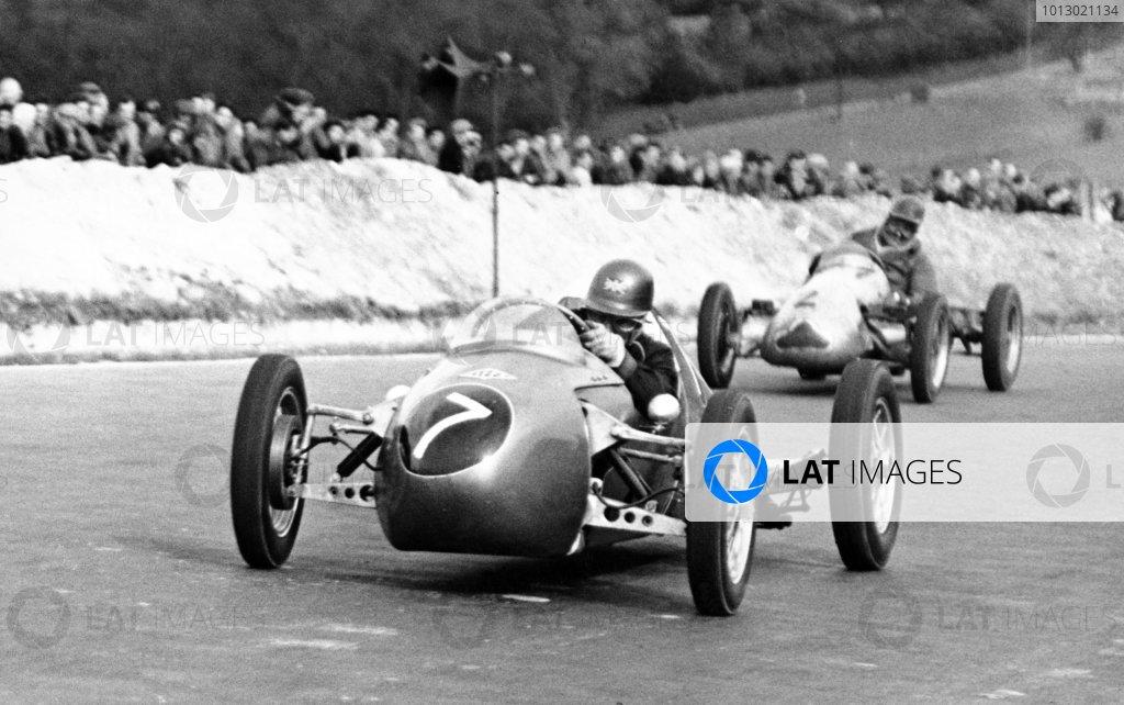 1953 500cc Race, Half Litre Club Meeting.Brands Hatch, Great Britain. 9th April 1953.Bernie Ecclestone (Kieft #7) leads A.J Nurse (Cooper #2), action.World  Copyright: LAT Photographic.Ref: Autocar Used Pic 10/4/1953 Pg 491