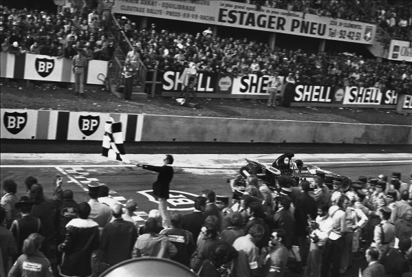 Clermont-Ferrand, France. 30 June-2 July 1972. Andrea de Adamich (Surtees TS9B-Ford), 14th position, takes the chequered flag, action. World Copyright: LAT Photographic. Ref: 4613 - 18-18A