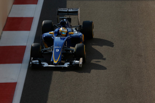 Yas Marina Circuit, Abu Dhabi, United Arab Emirates. Saturday 28 November 2015. Marcus Ericsson, Sauber C34 Ferrari. World Copyright: Charles Coates/LAT Photographic ref: Digital Image _99O9023