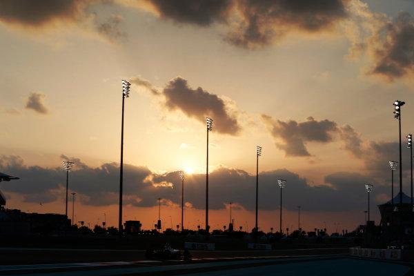 Yas Marina Circuit, Abu Dhabi, United Arab Emirates. Friday 27 November 2015. Nico Rosberg, Mercedes F1 W06 Hybrid. World Copyright: Charles Coates/LAT Photographic ref: Digital Image _99O6884