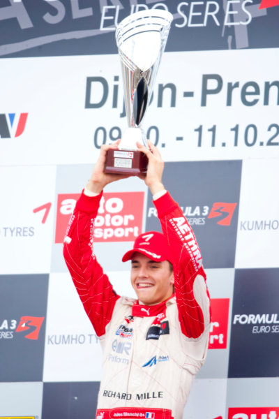 Dijon - Prenois, France. Sunday 11th October. Jules Bianchi (ART Grand Prix Dallara F308 / Mercedes) celebrates winning the 2009 Formula 3 Euro Series on the podium.World Copyright: Alastair Staley/LAT Photographic.Ref: _O9T9731 jpg