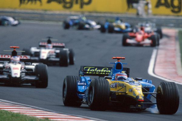 2005 Hungarian Grand Prix. Hungaroring, Hungary. 29th - 31st July 2005 Fernando Alonso, Renault R25 drives back to the pits for a new front nose after a first lap accident. Action. World Copyright: Steven Tee/LAT Photographic Ref: 35mm Image A25