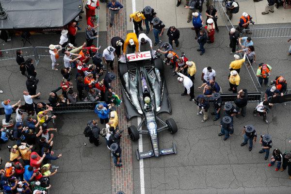 26 May, 2013, Indianapolis, Indiana, USA Winner Tony Kanaan pulls into Victory Lane © 2013, Michael L. Levitt LAT Photo USA.